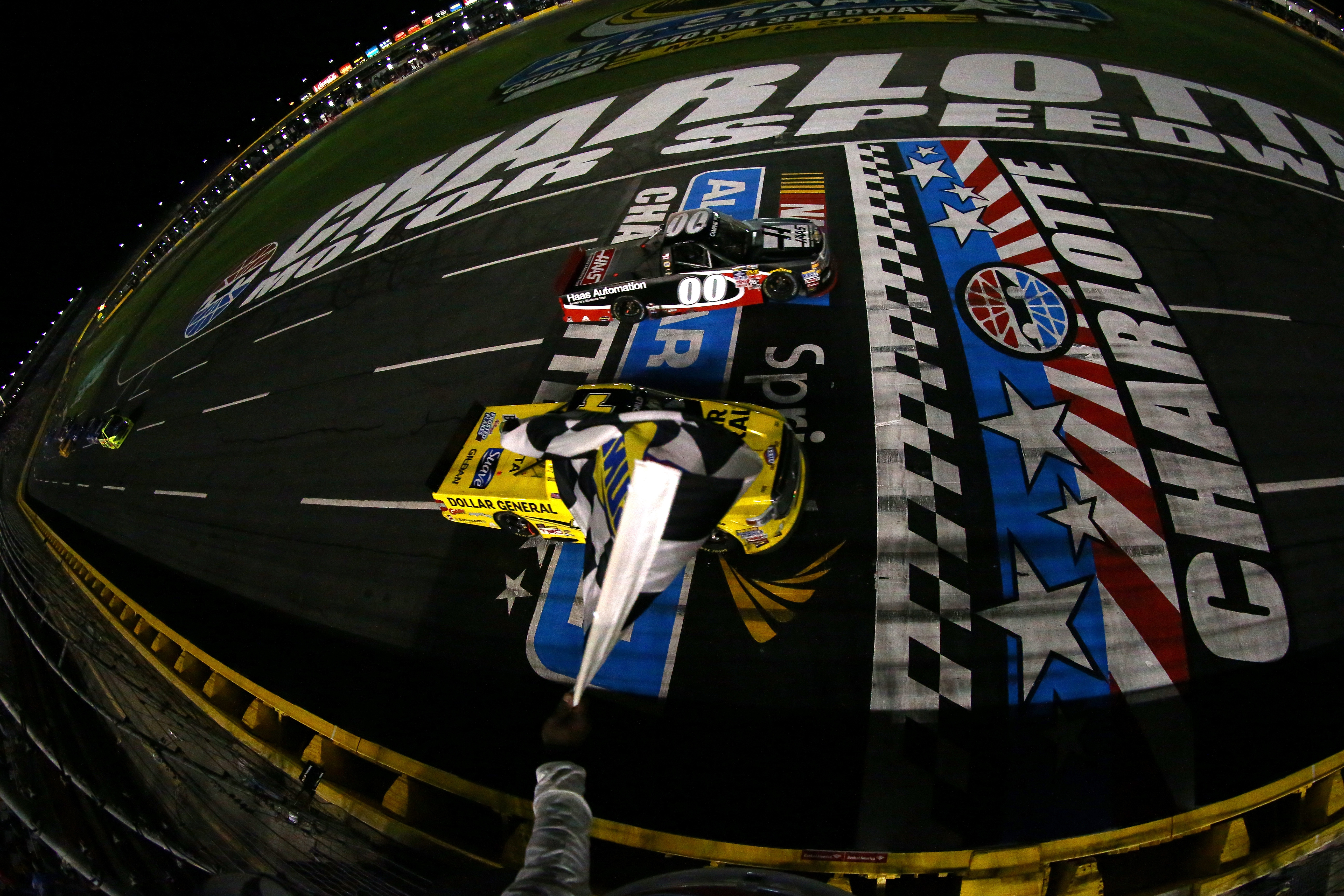 Kasey kahne won with a photo finish nascar camping world for Camping at charlotte motor speedway